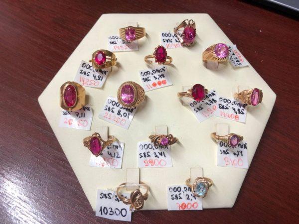Золотые кольца в ассортименте